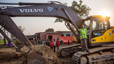 A Volvo Truck driving on a road | Volvo Group sustainability