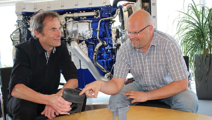 Jan Eismark, technical specialist in combustion systems, and Frank Löfskog, Global System Responsible for the piston system for heavy duty engines.