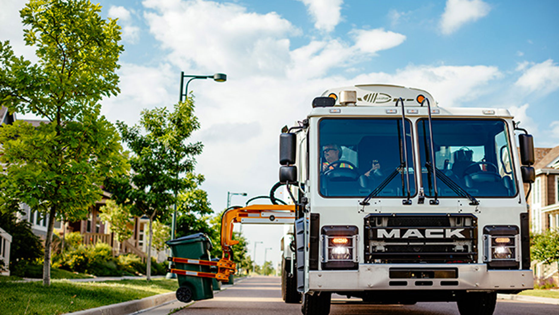 Mack Trucks Signs MOU with Lytx
