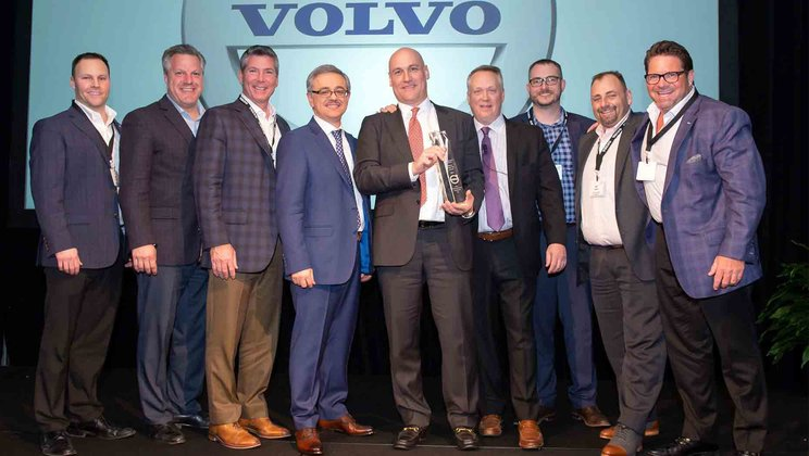 Alta-Equipment-receives-Volvo-CEs-Dealer-of-the-Year-Award