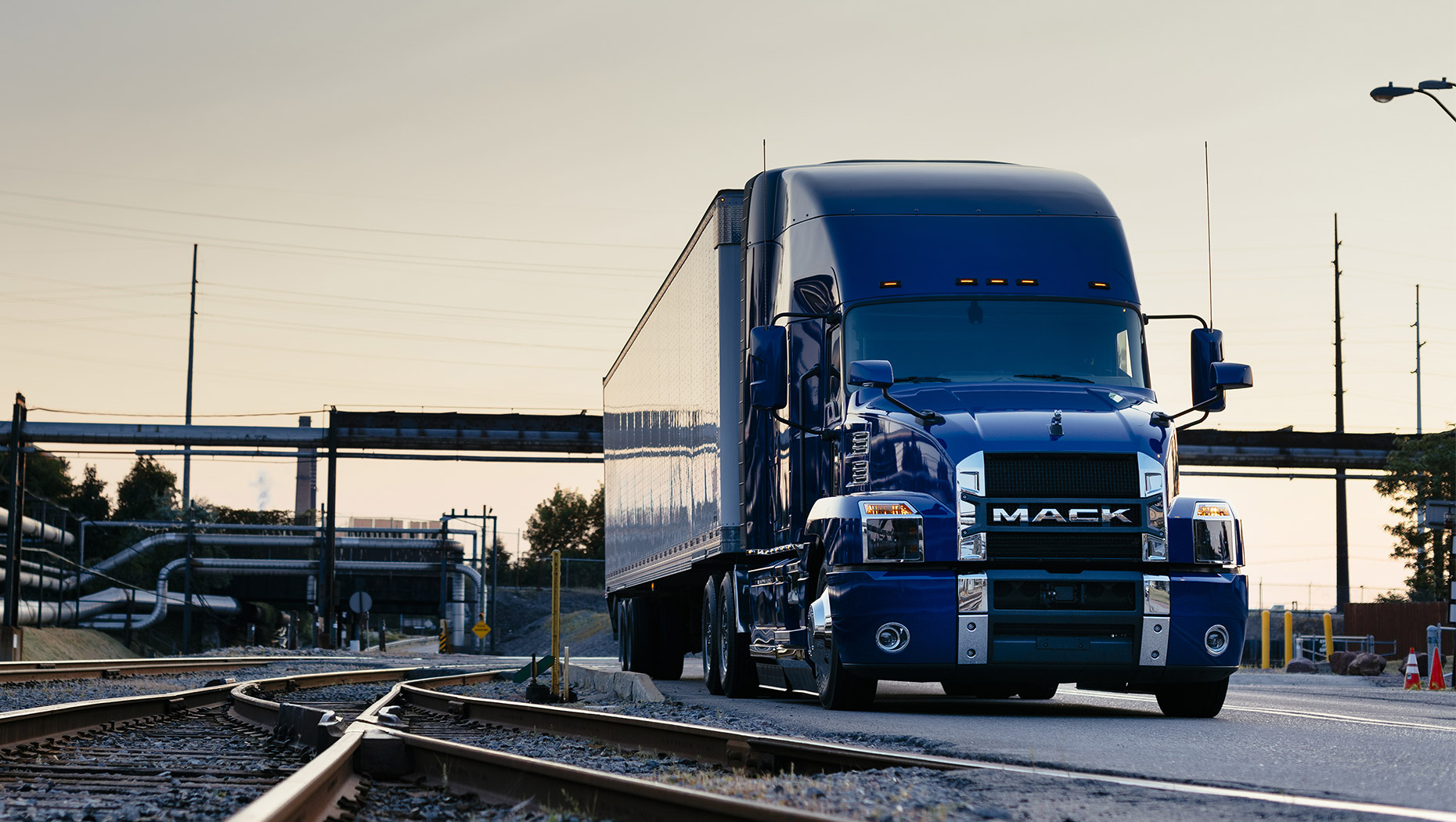 Mack Anthem® Models Take Command at TMC