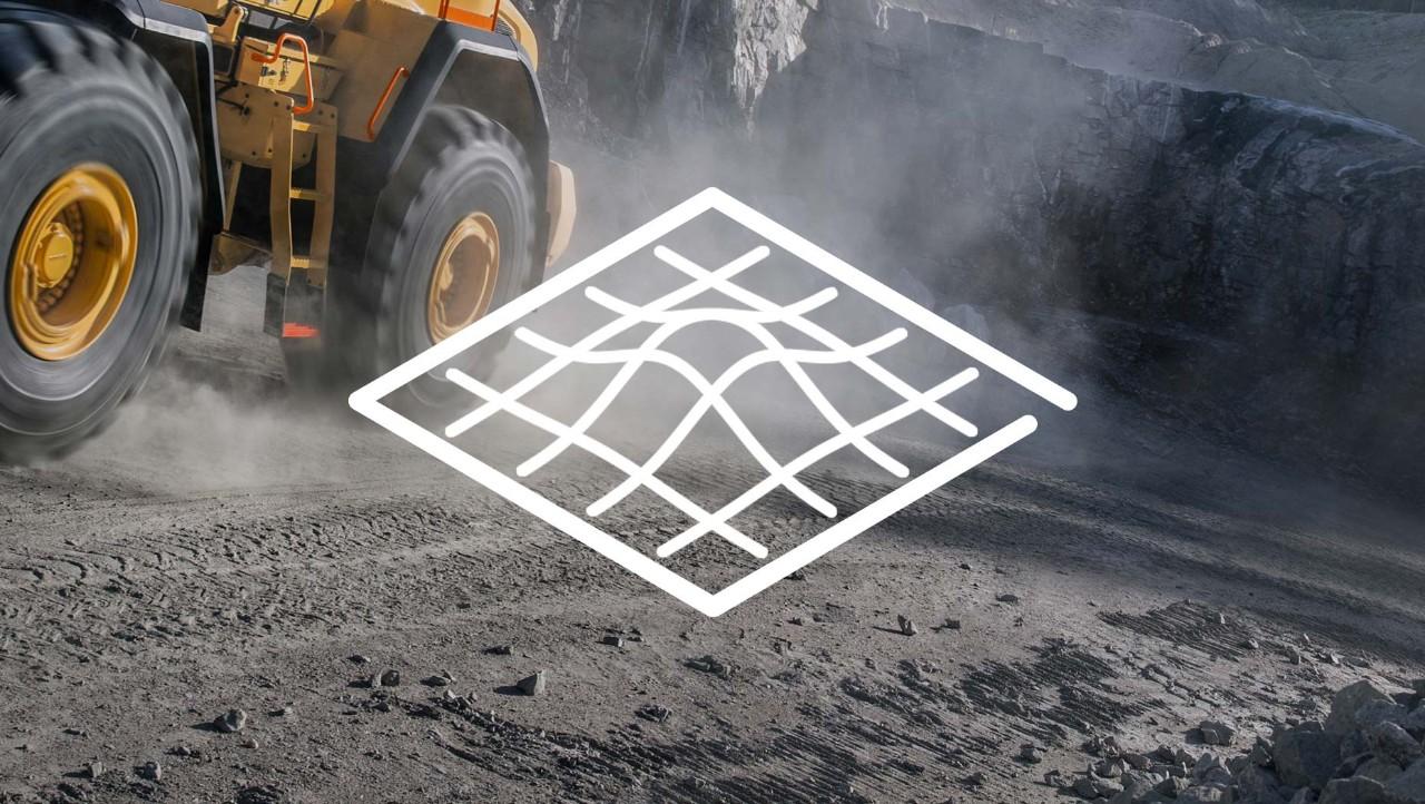 Een witte illustratie die onverharde wegen voorstelt, over een bouwtruck van de Volvo Group op een graafterrein