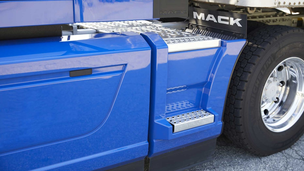 Mack Trucks is offering an all-new extended chassis fairing option for Mack Anthem® models.